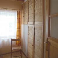 w-dolinie-modrzewi-apartament-garderoba-przy-wejsciu-agroturystyka-rudawy-janowickie