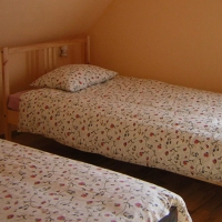 w-dolinie-modrzewi-apartament-sypialnia02-agroturystyka-rudawy-janowickie
