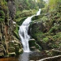wodospad-kamieczyka-szklarska-porba-w-dolinie-modrzewi-agroturystyka-rudawy-janowickie-atrakcje_0